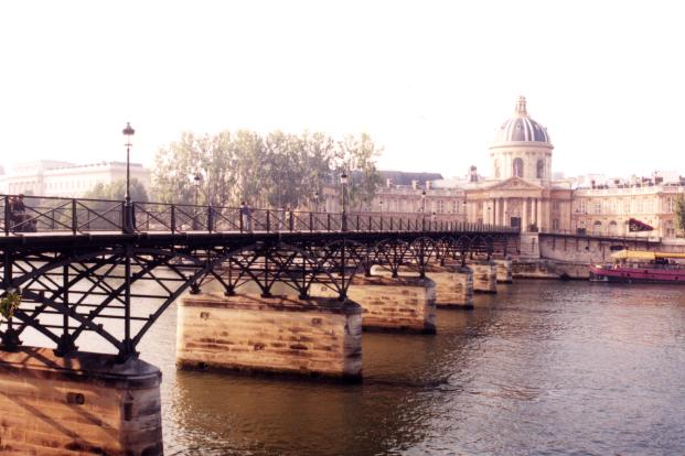 [Photo of Footbridge over Seine]